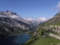 Pohled na jezero Oeschinensee (Švýcarsko)